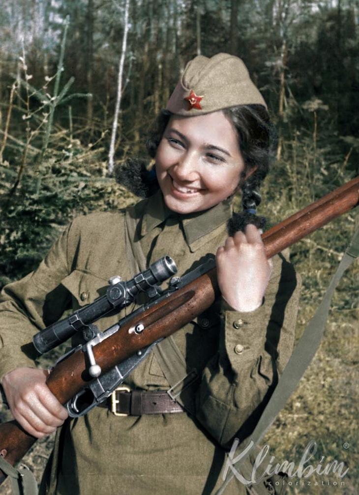 Зиба Ганиева. Весна 1942 (окрашенное фото)