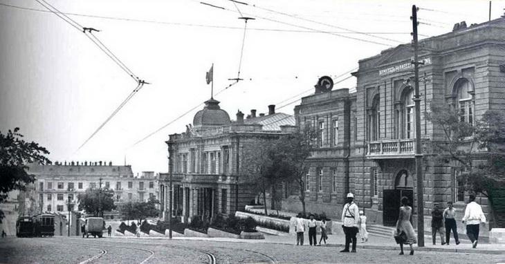История бакинского Дебуровского дворца в фотографиях (19 ФОТО)