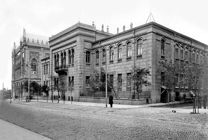 Первые учебные заведения Баку