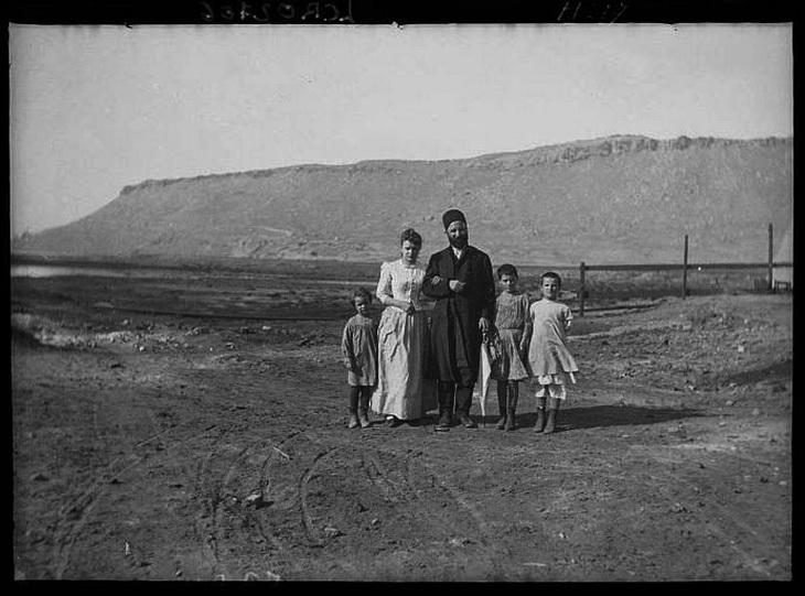 Г.З. Тагиев с мадемуазель Сенмарк и детьми на Биби-Эйбате