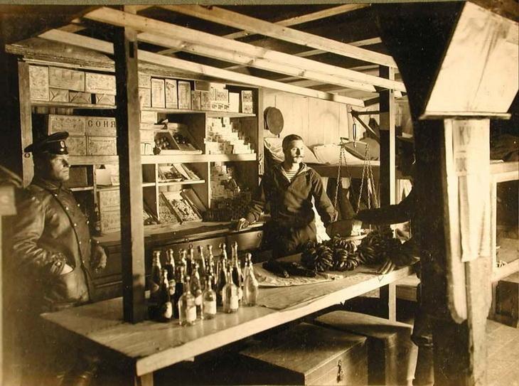 1915. Внутренний вид торговой командной лавки БОШМА