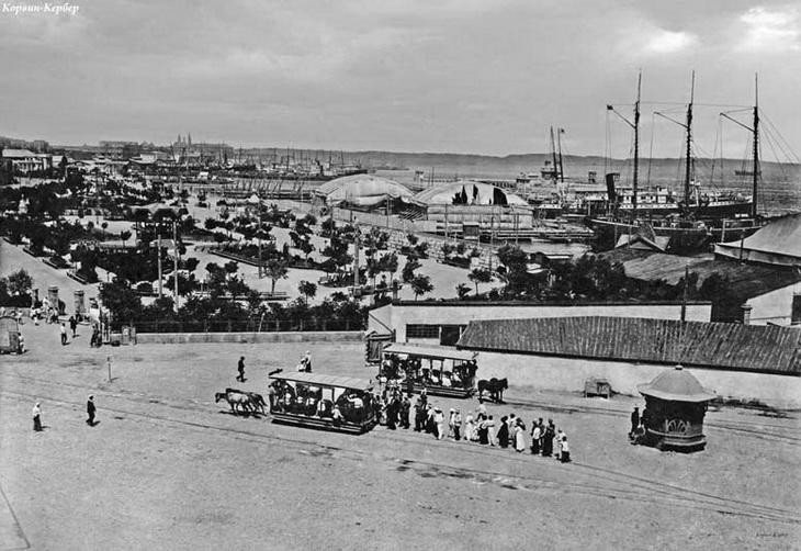 1918. Общий вид на ангары и бульвар