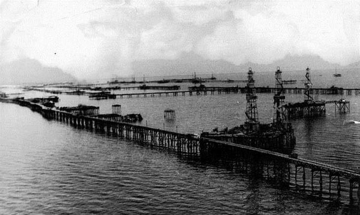 Нефтяные Камни: первый в мире город на сваях в открытом море
