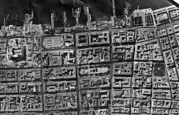 Береговая полоса в районе недостроенного Дома Правительства, 18 августа 1942 года
