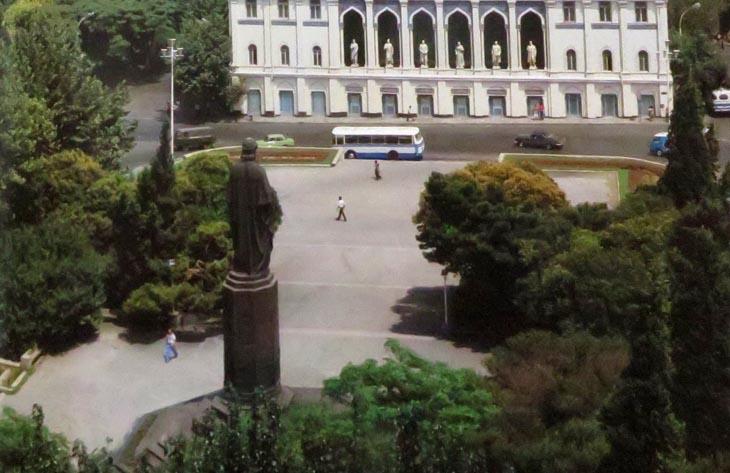 Альбом «Баку» 1986 г.: памятники, от Низами до Маркса и Вургуна (ФОТО)