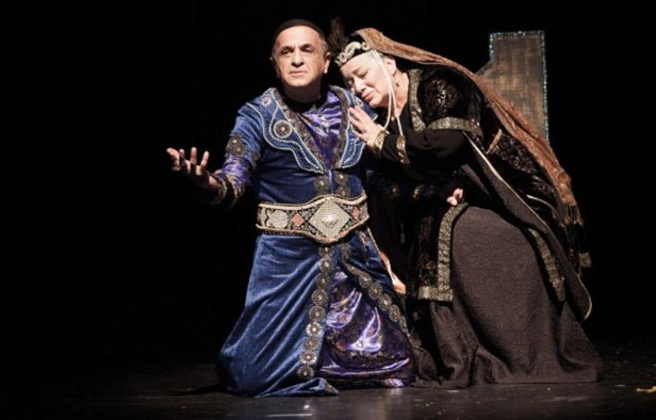 Становление и развитие драматического рода в азербайджанской литературе