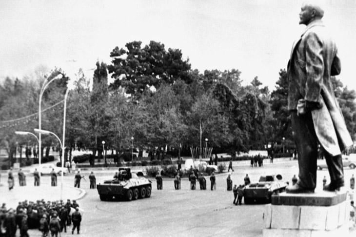 Деазербайджанизация Карабаха и замена большевиками АОНК на НКАО в 1920-х гг.