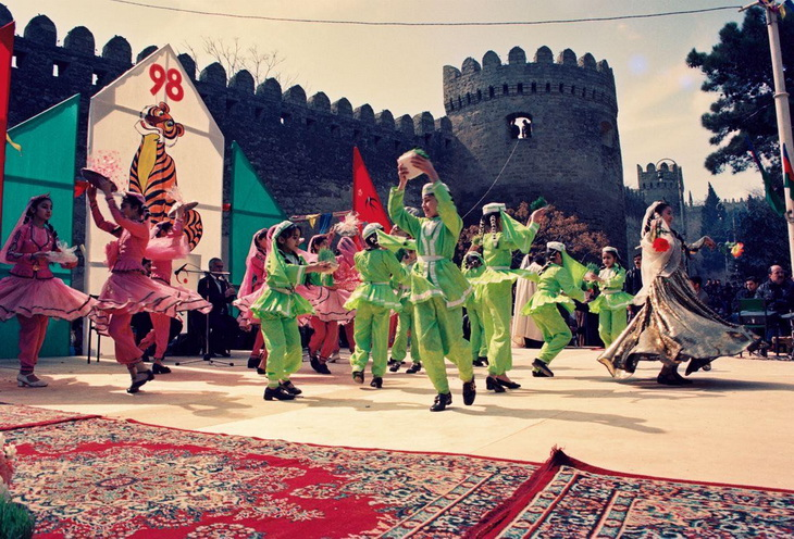 Празднование Новруз Байрамы в Баку в 1998 г. (ФОТО)
