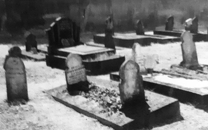 Могилы азербайджанцев на первом мусульманском кладбище в истории Франции
