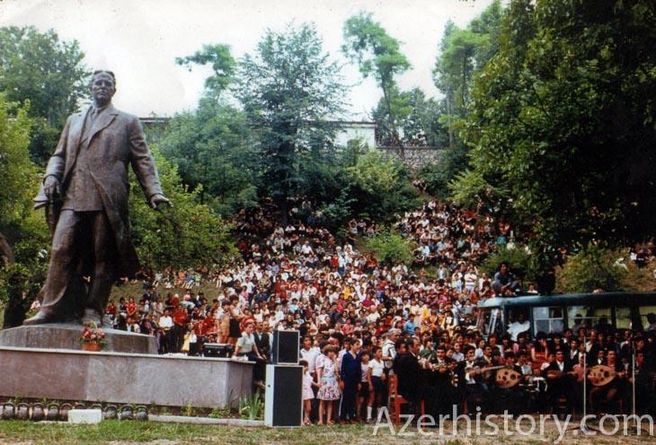 Праздники в Шуше на советских фото 1970-1980-х гг. (ФОТО)