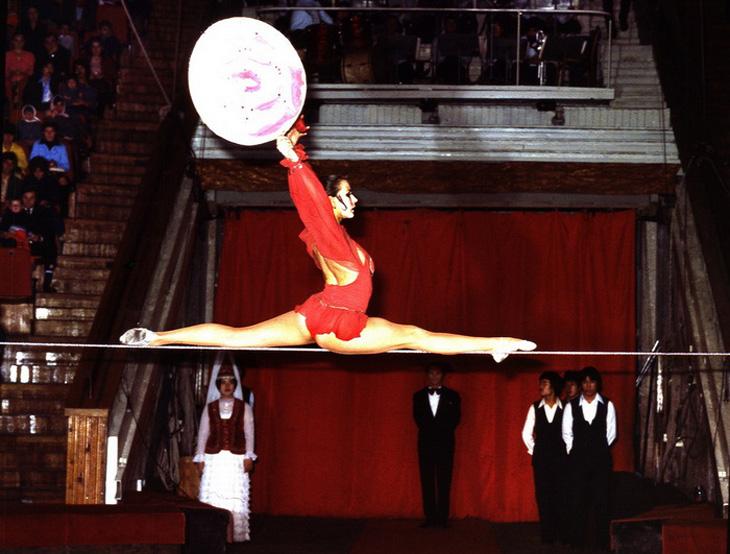 Акробаты, гимнасты и эквилибристы на арене Бакинского цирка 1970х-1980х (ФОТО)